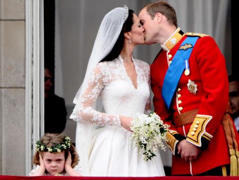 Alg_royal_kiss_bridesmaid
